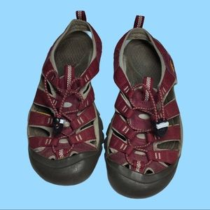 KEEN Water Hiking Closed Toe Sandals Shoes Wine